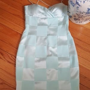 Dress,  strapless  or straps could be useld.